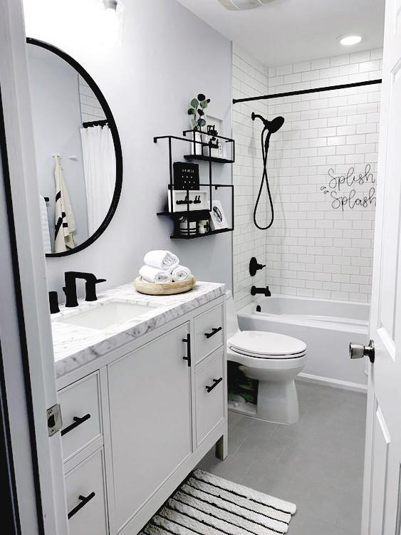 baño con suelo gris y paredes blancas